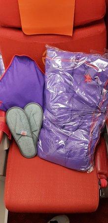 ฮ่องกงแอร์ไลน์ส: Принадлежности для комфортного перелета