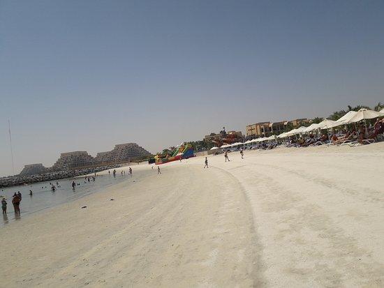 DoubleTree by Hilton Resort & Spa Marjan Island : Strand