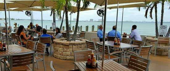 North Bay Village, FL: Patio dining area