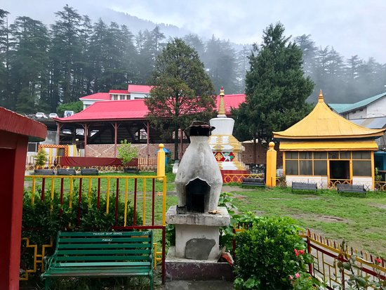 Gadhan Thekchhokling Gompa Monastery: Lovely surroundings