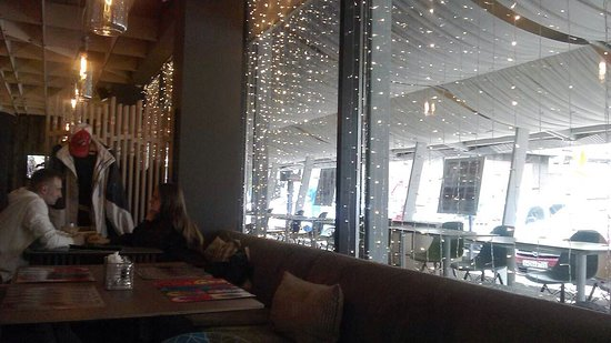 BENEDICT Breakfast & Lounge: Вид на летнюю террасу ..