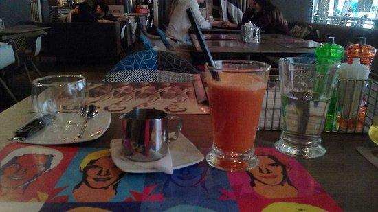 BENEDICT Breakfast & Lounge: Свежевыжатый сок ..из моркови ..