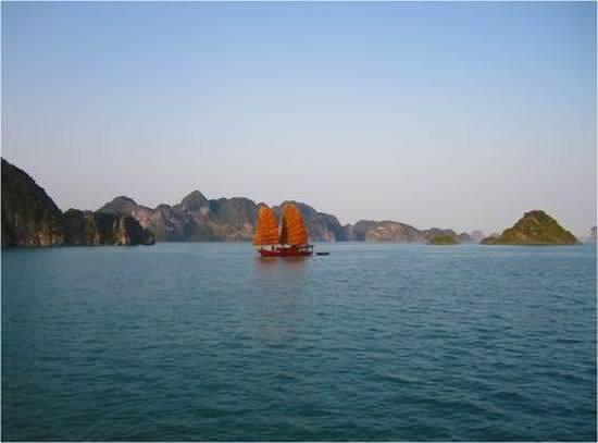 Vintage Junks: Nang Tien Classic Cruises