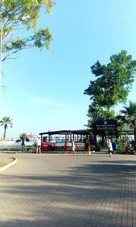 Maya Golf Side: Вход на пляж