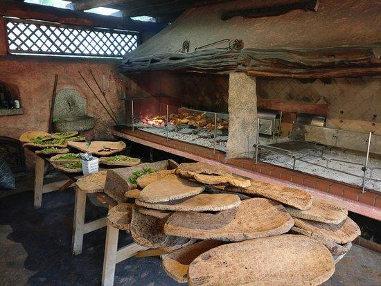Agriturismo La Colti: Spit roast