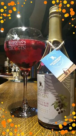 The Bull And Dragon : Tarquins Blackberry Gin - perfect over ice