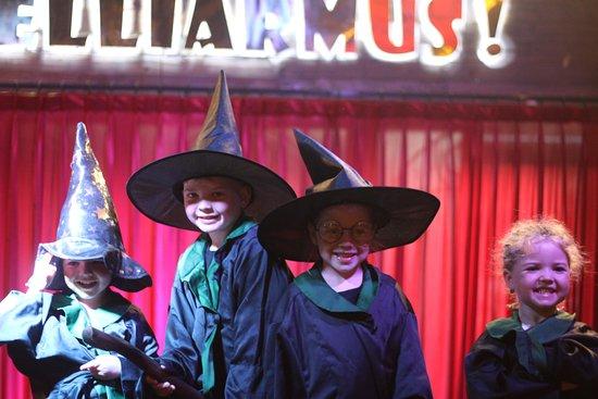 Hogwartz The Pub: Happy Kids