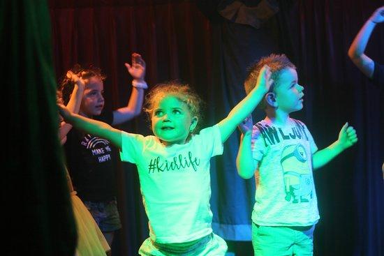 Hogwartz The Pub: Dancing timeeeee