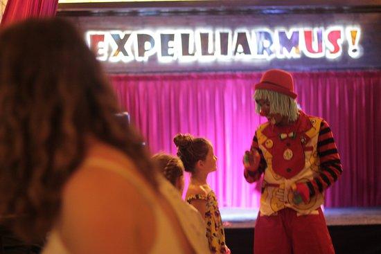 Hogwartz The Pub: Clown Magician