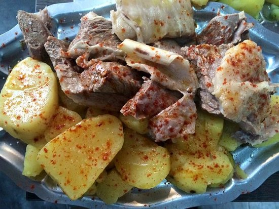 "O Tarao: Carne ""ó caldeiro"""