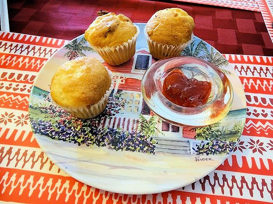 Bright Mornings Bistro & Cafe: complementary muffins