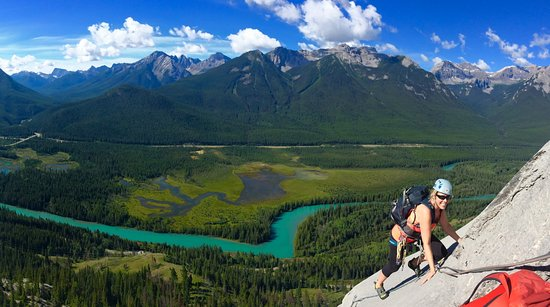 Canmore, كندا: Multi-pitch rock climbing in Banff National Park.