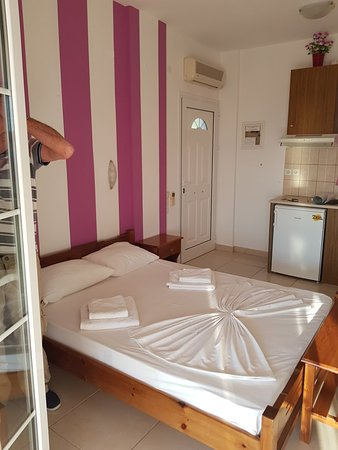 OSKARS Studios & Apartments: Beautiful views, spotlessly clean rooms, restaurant brilliant, owner and staff could not do enou