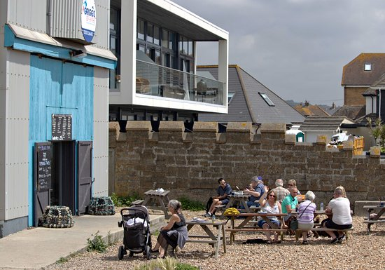 Griggs of Hythe: Seating directly on the beach at Griggs fishmongers and cafe