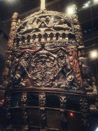 พิพิธภัณฑ์วาซา: Partial view of stern—magnificent carvings!