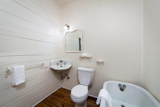 Balsam, NC: Standard Bathroom