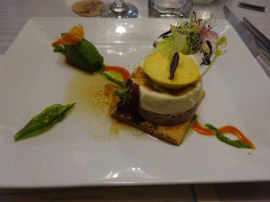 Moelan sur Mer, Fransa: Canard et l'artichaut aux saveurs d'Asie, mélisse du jardin glacée