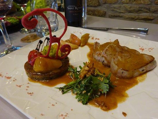 Moelan sur Mer, Fransa: L'éventail de quasi de veau poêlé, sauce velours au pommeau de Bretagne et tonka