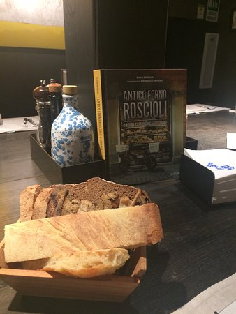 Roscioli Caffè: Ottimo cestino di pane