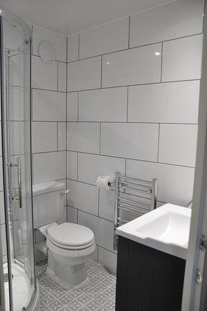 Haisthorpe House: Room 3 bathroom, newly refurbished!