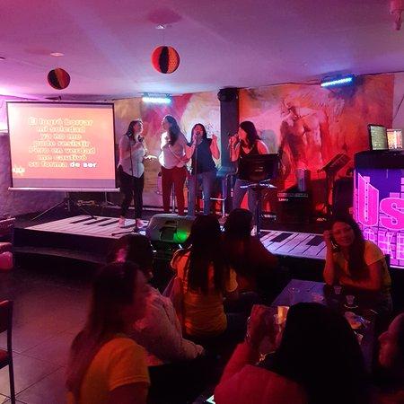Haus Karaoke, el bar de Leguis: Karaoke
