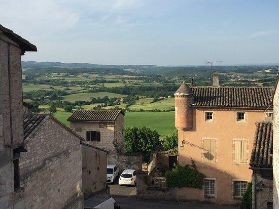 Castelnau-de-Montmiral, Frankrike: vue depuis la terrasse de la chambre 27