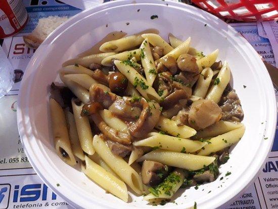 Sagra del FUNGO PORCINO a Palazzolo: pasta con sugo di fungo porcino