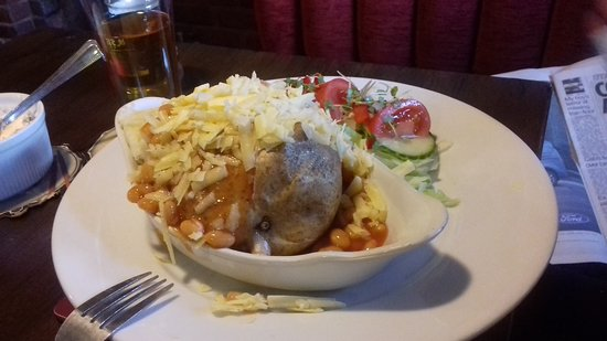 Eastry, UK: Mrs B's Jacket Potato