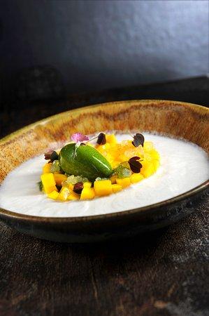 V Zatisi : INDIAN MANGO, LIME CAVIAR, basil sorbet, coconut-lemongrass sauce