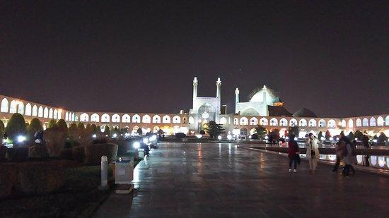 Naqsh-e Jahan Square : 夜のイマーム広場