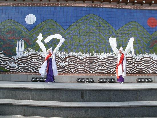 อินซาดง: 路邊舞台文化表演讓,整個街區商圈不只是個逛街區