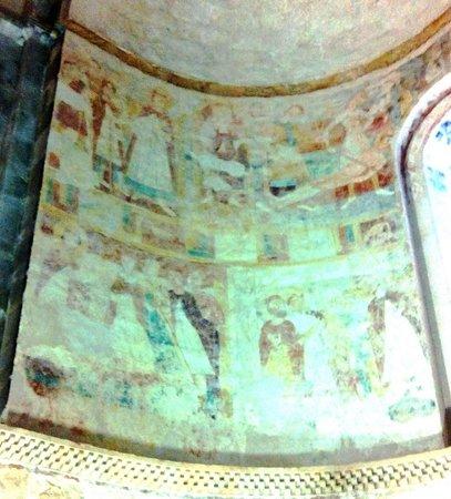Eglise Collégiale Saint-Nicolas : Partie gauche des fresques où l'on distingue assez bien St Laurent sur son grill
