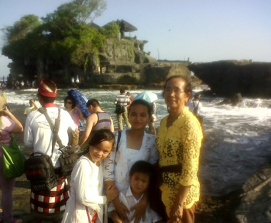 Gday Bali Driver - Day Tours: when the balinese pray to the temple