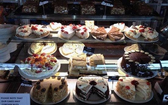 Esquires Coffee: Fantastic Cakes