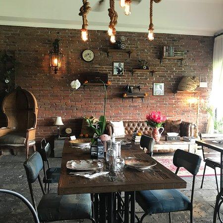 Cafe du Monyet Photo