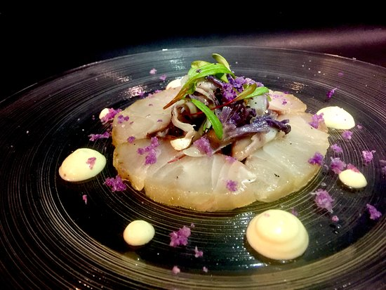 Senzafiamma Raw Food Restaurant: Dentice, Cavolfiore Viola, Nocciole e Salsa di Calamari