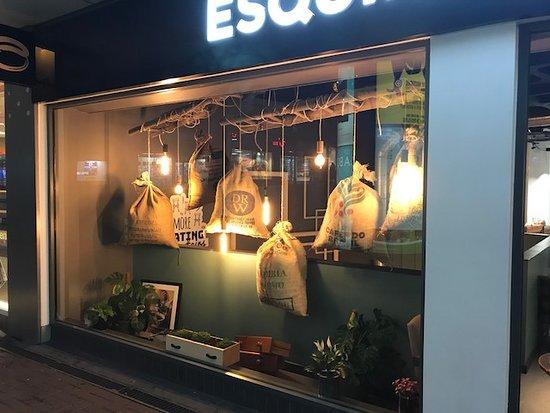 Esquires Coffee: Cosy