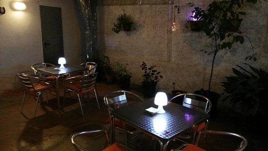 La Culla Bar: Terraza interior
