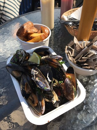 Mara Fish Bar & Deli: Mussels with wild garlic pesto