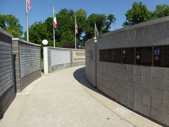 Veterans Wall of Honor: Walls