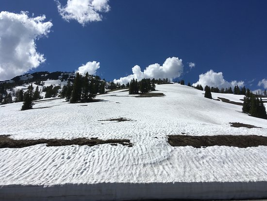 Yellowstone National Park: Snow in the mountains