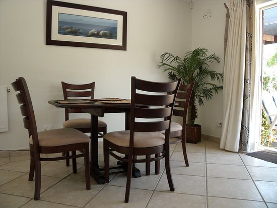 Waterford Guest House: Guinea Fowl - open plan dining area