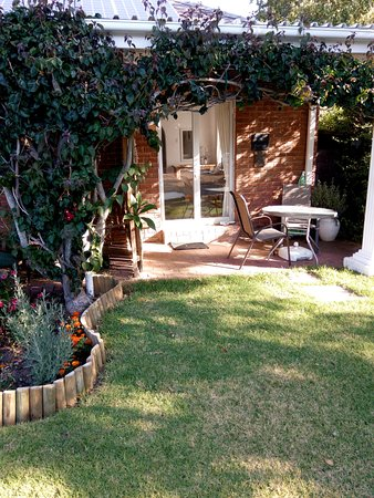 Waterford Guest House: Sunbird - Entrance