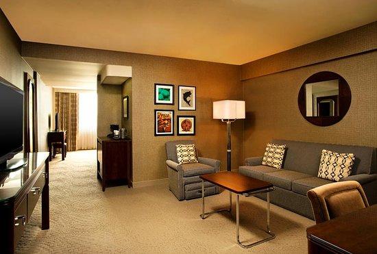 Sheraton Tampa Brandon Hotel: Spacious Suite