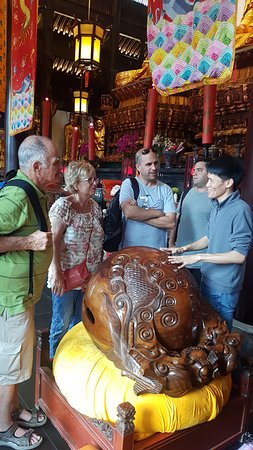 Shanghai Private One-day Tour Guide Aron: Jade Temple