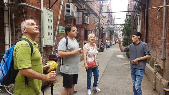 Shanghai Private One-day Tour Guide Aron: Explaining