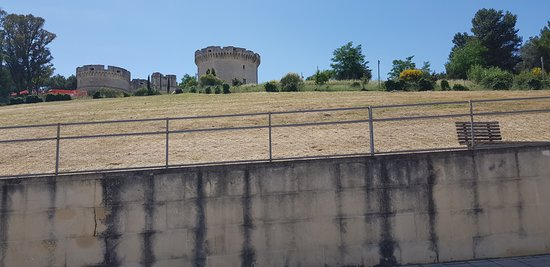 Parco del Castello: Particolare parte laterale al castello