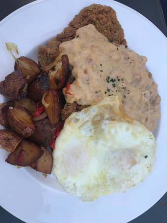 Roots Restaurant and Bar: Eggs with thin crispy biscuit and gravy