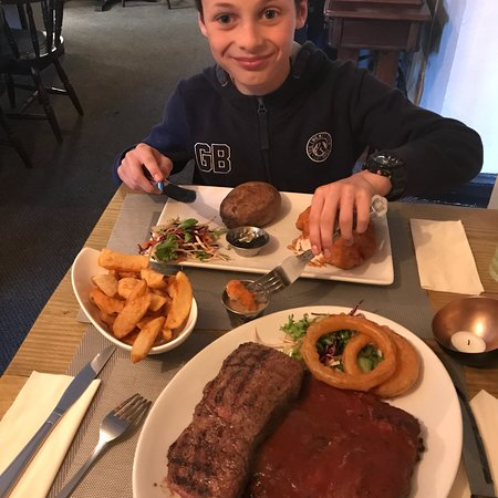 Kirksanton, UK: Fantastic steak. Great chips. Got so much more than I could eat. Would come back again.