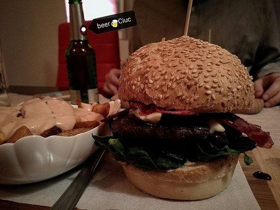 Tot Burger: Italian Burger & Special fries (con salsa TOT)